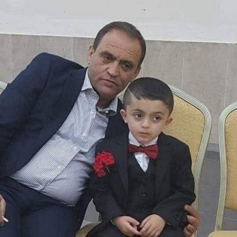 وفاة الطفل عبد الطيطي اثر سقوط لوح خشبي عليه بسبب الرياح الشديدة