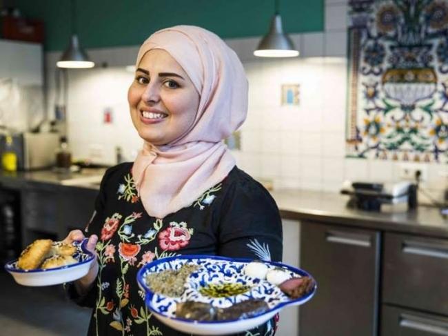 طاهية سورية.. وصفة نجاح للاجئين في ألمانيا
