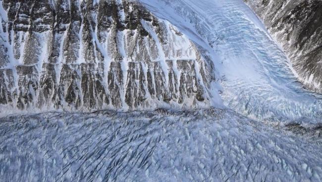حرارة محيرة بأعماق الأرض تذيب أنهار غرينلاند الجليدية