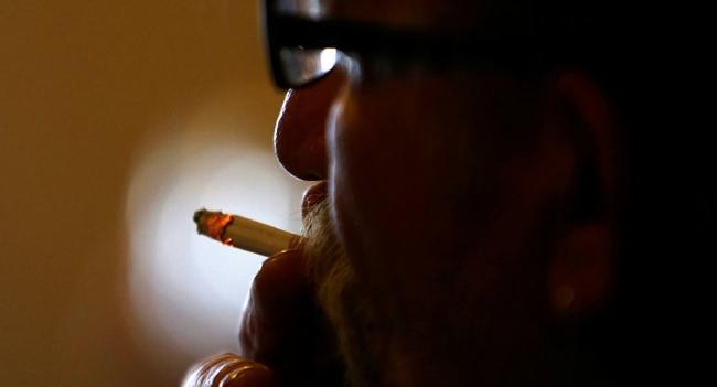 أولها البنزين... 10 مواد قاتلة في السجائر