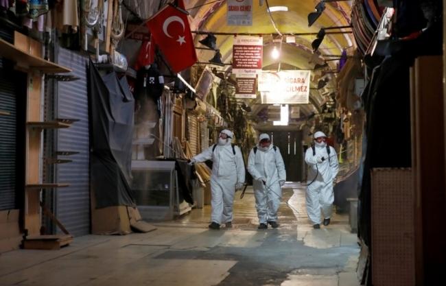تركيا وبر بريديها توزع كمامات طبية مجاناً على المواطنين