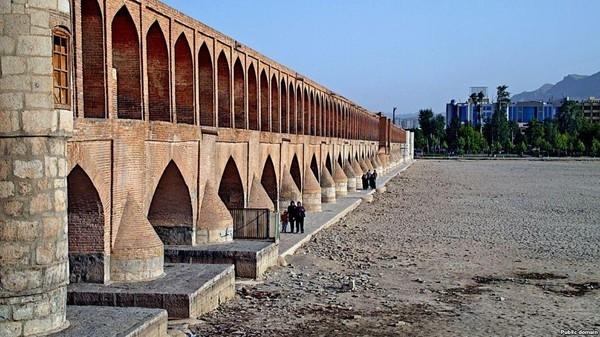 إيران.. أزمة المياه تتوسع و300 مدينة تعاني الجفاف