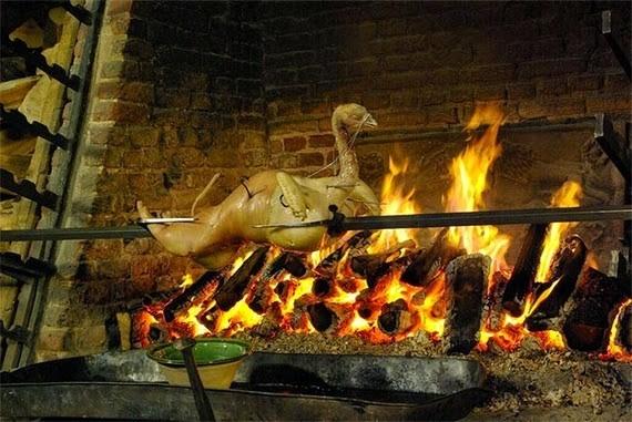 تعرّف على هذه الأطباق التاريخية الغريبة والمقرفة نوعاً ما، والتي اعتُبرت من أطايب الأطعمة في عصرها
