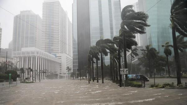 ما هي قصة الإعصار المدمر الذي قتل 6 آلاف أميركي؟