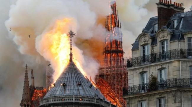 """حريق """"رهيب"""" يدمر كاتدرائية نوتردام واشهر المعالم السياحية في باريس والعالم"""
