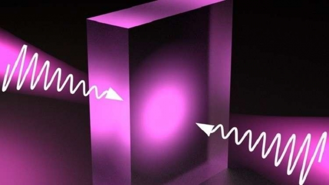 """علماء الفيزياء """"يحبسون"""" الضوء في مادة شفافة"""