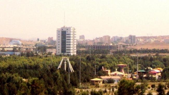 نحو 328 قتيلا واكثر من 2500 جريح في زلزال إيران