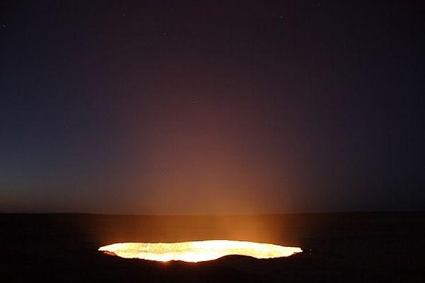 آية من آيات الله... بوابة جهنم في تركمنستان تستعر فيها النيران منذ 43 سنة .. بالصور والفيديو