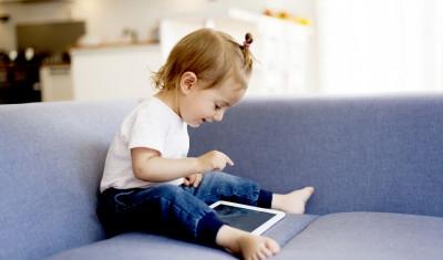 عندما تواجه ثورةً في المنزل.. هكذا تسيطر على إدمان الأطفال للتكنولوجيا