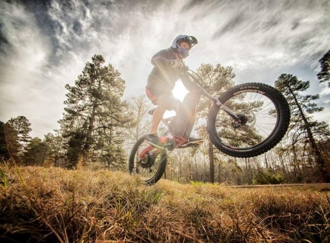 الطاقة الكهربائية.. آخر صيحة في عالم الدراجات بأنواعها