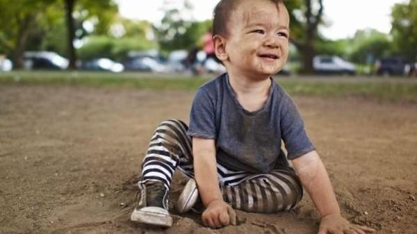 دراسة مذهلة.. لعب الأطفال بالطين يعزز المناعة