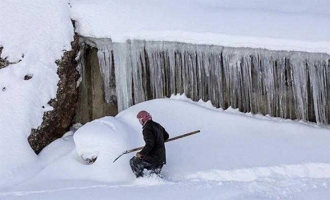 بالصور والفيديو: الثلوج تغطي العالم.. طوارئ في 19 ولاية أمريكية.. و30 درجة مئوية تحت الصفر في روسيا وشلل في تركيا