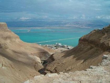 البحر الميت يهدد بإغراق فنادق إسرائيلية وضرب البيئة والسياحة