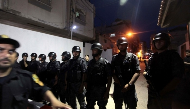 اشتباكات عنيفة وإصابات خطيرة بين مسلحين وأجهزة الأمن بمخيم بلاطة في نابلس