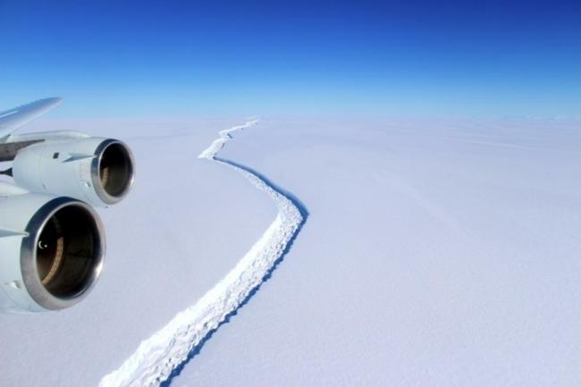 """انفصال جبل جليدي هائل الحجم عن """"القطبية الجنوبية"""""""