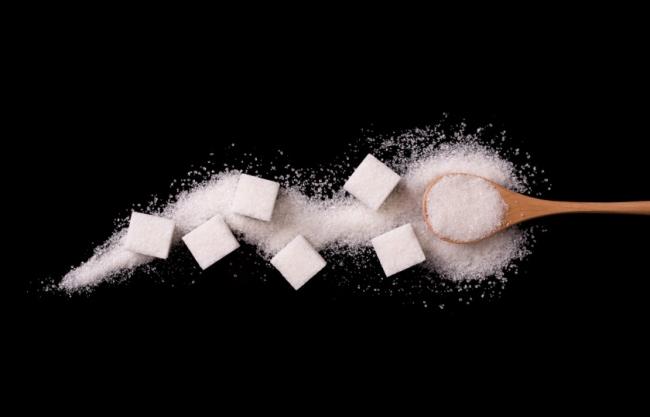 قصة وفاء عظيمة من زوج لزوجته.. إليك سبب صناعة مكعبات السكر