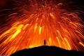 مصوِّر أيسلندي يلعب مع بركان ثائر ليلتقط صوراً مذهلة