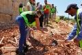 طلبة من فلسطيني الشتات يزرعون عددا من الأشجار في روابي