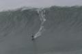 """غينيس وصفتها بـ""""لقطة العام التي قد توقف القلب"""".. فيديو لبرازيلية تُحطم رقماً قياسياً بركوب موجة ..."""