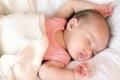 لماذا يخرج الرضيع لسانه؟ 7 أسباب علمية تفسر الظاهرة اللافتة