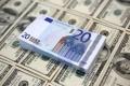 اليورو عند أدنى مستوياته منذ 2015 بعد استفتاء إيطاليا
