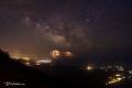 مشهد مذهل ..برق ونجوم فوق اليونان