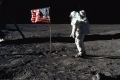 علماء يبحثون عن أصل الأرض تحت سطح القمر