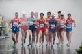 لماذا يمشي المتسابقون بطريقة غريبة في سباق المشي الأولمبي؟