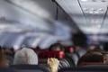 ماتت على ممر صعود الركاب.. مسؤولون أمريكيون يعلنون وفاة سيدة على متن طائرة بعد إصابتها ...