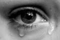 لماذا تبكى النساء أسرع من الرجال ؟؟ وما هى فوائد البكاء ؟؟