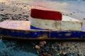 قارب صغير على شاطئ ناءٍ بأمريكا يثير دهشة زوجين.. اكتشفا أنه أُطلق قبل 27 عاماً ...