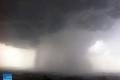 صورة اليوم ..غيوم مخيفة وشلالات من المطر تنهمر غرب الخليل !
