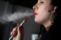السجائر الإلكترونية.. تدمر الصحة ولا تساعد على الإقلاع عن التدخين