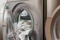 ما هي أفضل درجة حرارة لغسل الملابس وجعلها خالية من الجراثيم؟
