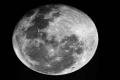 انبعاج القمر ناتج عن تصادمه واندماجه مع آخر بقديم الأزل