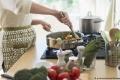 ثلاثة أشياء لا يجب الاحتفاظ بها تحت مجلى المطبخ