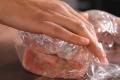 شرطة وبلدية طولكرم تضبطان 400 كيلو من اللحوم المجمدة الفاسدة