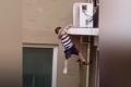 شاهد طفلاً يسقط من ارتفاع مرعب.. فحدثت المفاجأة!