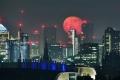 البدر الأكبر والأكثر سطوعا في العام .. القمر الوردي العملاق يزين السماء في 27 أبريل