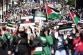 مغني راب يلهب مشاعر 200 الف متظاهر داعمين لفلسطين بلندن (شاهد)