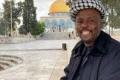 """أمضى عامين مشياً على الأقدام.. قصة الجنوب إفريقي """"تكالا"""" الذي قطع 10 بلدان للصلاة بالقدس ..."""