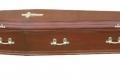 رجل يظهر فجأة خلال جنازته