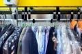 """ما هو """"الغسيل الجاف""""؟ وكيف ينظّف الملابس دون استخدام الماء؟"""