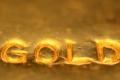 """انتقادات ترمب لـ""""الدولار القوي"""" تقفز بالذهب"""