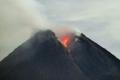 أكثر براكين إندونيسيا نشاطا يثور مجددا