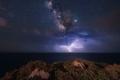 صورة مذهلة لصواعق البرق تحت درب التبانة