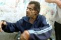 بالفيديو المؤثر: العثور على عجوز فلسطيني يعيش بعزلة تامة عن البشر منذ نصف قرن