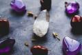 ما هي الأحجار الكريمة وهل لديها خصائص علاجية فعلاً؟