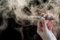 """خدعوك فقالوا إنها """"بديل آمِن"""" للتدخين.. أضرار السجائر الإلكترونية الخالية من النيكوتين!"""