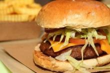 """دراسة ضخمة تحدد """"أخطر الأطعمة"""" على قلبك"""